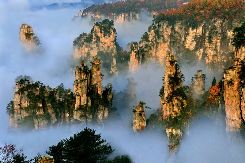 """張家界在排行榜中穩居第壹,成爲 """"最美""""湖南旅遊景點。"""