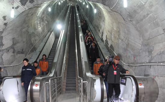 全球首條山體隧道電梯張家界投用 總跨距692米